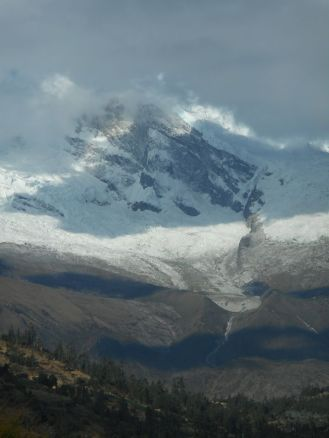 peru-huascaran-the-highest-peak-in-the-peruvian-andes-at-6768-meters-22205-ft-photo-from-the-site-of-the-old-city-of-yungay-which-was-buried-by-a-massive-avalanche-that-occurred-on-5-31-70-after