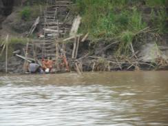 peru-bathing-in-the-amazon