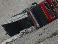 peru-truck-overturned